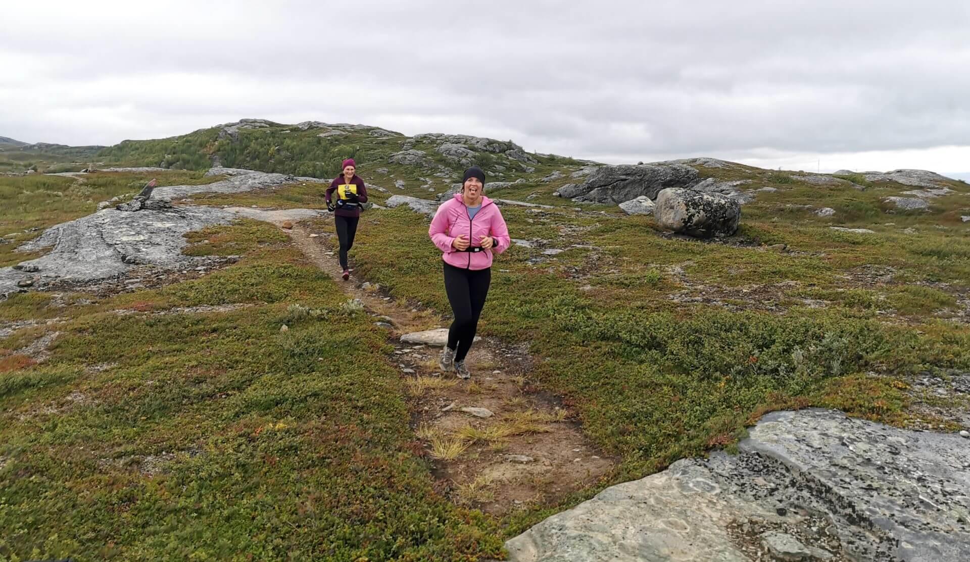 Arctic Circle Race 2019 Polcirkelloppet Guijaure kontr rosa jacka